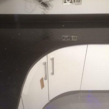 kitchen-black-countertops