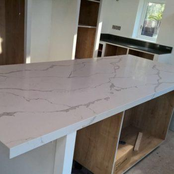 white-marble-table-tops